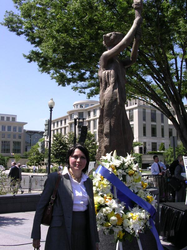 Ayla Bakkalli by the Victims of Communism Memorial
