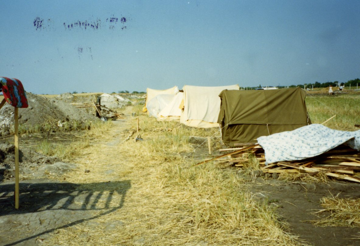 Tents that sheltered early returnees